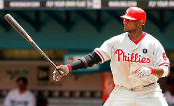 MIAMI GARDENS, FL - SEPTEMBER 04:  Ryan Howard #6 of the Philadelphia Phillies hits during a game against the  Florida Marlins at Sun Life Stadium on September 4, 2011 in Miami Gardens, Florida.  (Photo by Mike Ehrmann/Getty Images)
