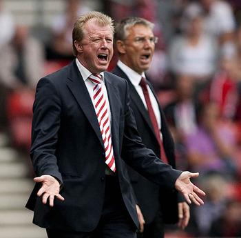 SOUTHAMPTON, ENGLAND - SEPTEMBER 10: Nottingham Forest manager Steve McClaren shouts instructions during the npower Championship match between Southampton and Nottingham Forest at St. Marys Stadium on September 10, 2011 in Southampton, England.  (Photo by