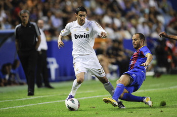 VALENCIA, SPAIN - SEPTEMBER 18:  Angel Di Maria (L) of Real Madrid battles for the ball with Juan Luis Gomez of Levante UD  during the La Liga match between Levante UD and Real Madrid CF at Ciutat de Valencia Stadium on September 18, 2011 in Valencia, Spa