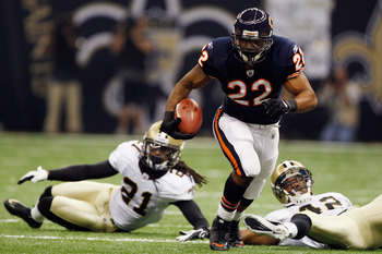 NEW ORLEANS, LA - SEPTEMBER 18:   Matt Forte #22 of the Chicago Bears runs past  Patrick Robinson #21 of the New Orleans Saints and  Isa Abdul-Quddus #42 of the New Orleans Saints ofthe NEw Orleans Saints during the game against at the Louisiana Superdome