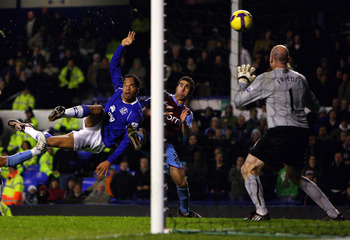 LIVERPOOL, UNITED KINGDOM - DECEMBER 07:  Joleon Lescott of Everton scores his second goal to equalise during the Barclays Premier League match between Everton and Aston Villa at Goodison park on December 7, 2008 in Liverpool, England.  (Photo by Clive Br