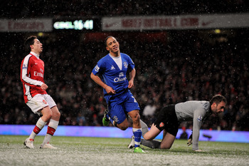 LONDON, ENGLAND - JANUARY 09:  Steven Pienaar of Everton celebrates scoring their second goal during the Barclays Premier League match between Arsenal and Everton at Emirates Stadium on January 9, 2010 in London, England.  (Photo by Shaun Botterill/Getty