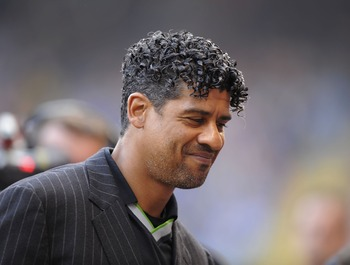 LA CORUNA, SPAIN - APRIL 26:  Barcelona manager Frank Rijkaard smiles before the start of the La Liga match between Deportivo La Coruna and Barcelona at the Riazor stadium on April 26, 2008 in A Coruna, Spain.  (Photo by Denis Doyle/Getty Images)