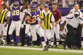 MINNEAPOLIS, MN - SEPTEMBER 18:  Toby Gerhart #32 of the Minnesota Vikings runs the ball 31 yards against the Tampa Bay Buccaneers at the Hubert H. Humphrey Metrodome on September 18, 2011 in Minneapolis, Minnesota.  (Photo by Adam Bettcher /Getty Images)