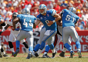 TAMPA, FL - SEPTEMBER 11:  Matthew Stafford #9 of the Detroit Lions hands off to Jahvid Best #44 during the season opener against the Tampa Bay Buccaneers at Raymond James Stadium on September 11, 2011 in Tampa, Florida.  (Photo by Mike Ehrmann/Getty Imag