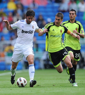 MADRID, SPAIN - APRIL 30:  Esteban Granero (L) of Real Madrid is challenged by Gabi of Real Zaragoza during the La Liga between Real Madrid and Real Zaragona  at Estadio Santiago Bernabeu on April 30, 2011 in Madrid, Spain.  (Photo by Denis Doyle/Getty Im