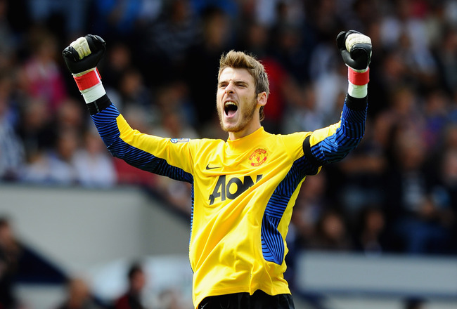 WEST BROMWICH, ENGLAND - AUGUST 14: David De Gea of Manchester United celebrates the goal scored by Wayne Rooney during the Barclays Premier League match between West Bromwich Albion and Manchester United at The Hawthorns on August 14, 2011 in West Bromwi