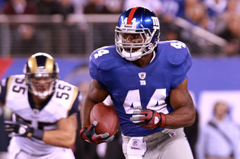EAST RUTHERFORD, NJ - SEPTEMBER 19:  Ahmad Bradshaw #44 of the New York Giants runs the ball against the St. Louis Rams at MetLife Stadium on September 19, 2011 in East Rutherford, New Jersey.  (Photo by Nick Laham/Getty Images)