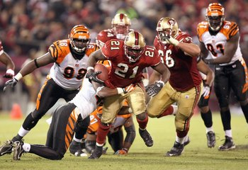 SAN FRANCISCO - DECEMBER 15: Frank Gore #21 of the San Francisco 49ers carries the ball during the game against the Cincinnati Bengals on December 15, 2007 at Monster Park in San Francisco, California. (Photo by Jed Jacobsohn/Getty Images)