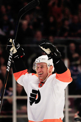 NEW YORK, NY - FEBRUARY 20: Jeff Carter #17 of the Philadelpia Flyers celebrates his first period goal against the New York Rangers at Madison Square Garden on February 20, 2011 in New York City.  (Photo by Chris Trotman/Getty Images)