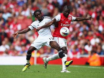 LONDON, ENGLAND - SEPTEMBER 10:  Emmanuel Frimpong of Arsenal battles with Nathan Dyer of Swansea City during the Barclays Premier League match between Arsenal and Swansea City at Emirates Stadium on September 10, 2011 in London, England.  (Photo by Clive