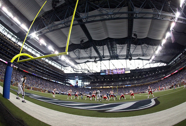 DETROIT, MI - SEPTEMBER 18:  A wide view from the end zone during a NFL game between the Kansas City Chiefs and the Detroit Lions at Ford Field on September 18, 2011 in Detroit, Michigan.  The Lions won 48-3 (Photo by Dave Reginek/Getty Images)