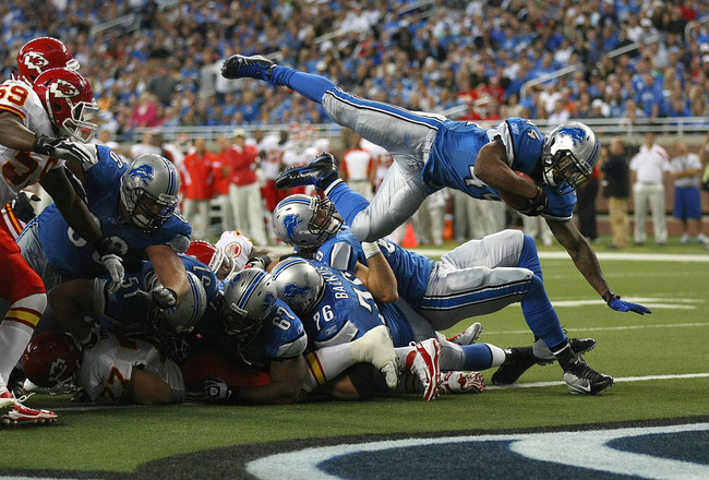 DETROIT, MI - SEPTEMBER 18:  Jahvid Best #44 of the Detroit Lions leaps into the end zone for a touch down against the Kansas City Chiefs during a NFL game at Ford Field on September 18, 2011 in Detroit, Michigan.  The Lions won 48-3  (Photo by Dave Regin