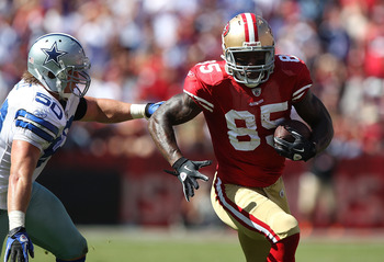 SAN FRANCISCO, CA - SEPTEMBER 18:  Vernon Davis #85 of the San Francisco 49ers runs after a catch past Sean Lee #50 of the Dallas Cowboys at Candlestick Park on September 18, 2011 in San Francisco, California.  (Photo by Jed Jacobsohn/Getty Images)