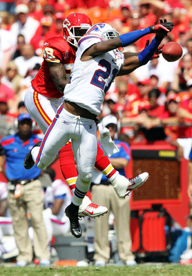 KANSAS CITY, MO - SEPTEMBER 11:  Leodis McKelvin #21 of the Buffalo Bills breaks up a pass intended for Dwayne Bowe #82 of the Kansas City Chiefs during the game at Arrowhead Stadium on September 11, 2011 in Kansas City, Missouri.  (Photo by Jamie Squire/