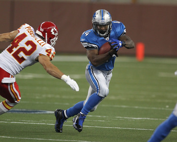 DETROIT, MI - SEPTEMBER 18:  Jahvid Best #44 of the Detroit Lions tries to run past Sabby Piscitelli #42 of the Kansas City Chiefs during a NFL game at Ford Field on September 18, 2011 in Detroit, Michigan.  The Lions won 48-3  (Photo by Dave Reginek/Gett