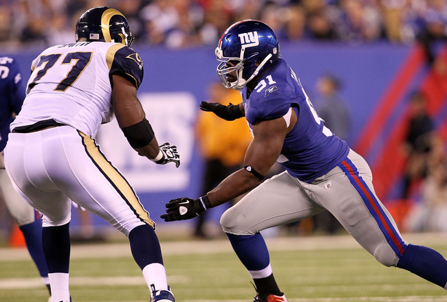 EAST RUTHERFORD, NJ - SEPTEMBER 19:  Justin Tuck #91 of the New York Giants defends againnst the St. Louis Rams at MetLife Stadium on September 19, 2011 in East Rutherford, New Jersey.  (Photo by Al Bello/Getty Images)