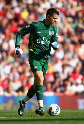 LONDON, ENGLAND - SEPTEMBER 10:  Wojciech Szczesny of Arsenal in action during the Barclays Premier League match between Arsenal and Swansea City at Emirates Stadium on September 10, 2011 in London, England.  (Photo by Clive Mason/Getty Images)