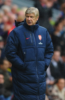 BLACKBURN, ENGLAND - SEPTEMBER 17:  Arsene Wenger of Arsenal shows his dissapointment from the bench during the Barclays Premier League match between Blackburn Rovers and Arsenal at Ewood Park on September 17, 2011 in Blackburn, England.  (Photo by Lauren