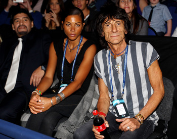 LONDON, ENGLAND - NOVEMBER 28:  Ronnie Wood of the Rolling Stones and girlfriend Ana Araujo watch with former Argentinian footballer Diego Maradona (L) during the men's final between Rafael Nadal of Spain and Roger Federer of Switzerland during the ATP Wo