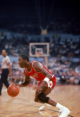 LOS ANGELES, CA:  Michael Jordan #23 of the Chicago Bulls moves the ball at the parameter against the Los Angeles Clippers during a 1984-85 season game at the Sports Arena in Los Angeles, California.  (Photo by Rick Stewart/Getty Images)