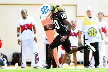 NASHVILLE, TN - SEPTEMBER 17:  Larry Smith #10 of the Vanderbilt Commodores breaks free for a touchdown against the Ole Miss Rebels at Vanderbilt Stadium on September 17, 2011 in Nashville, Tennessee.  (Photo by Grant Halverson/Getty Images)