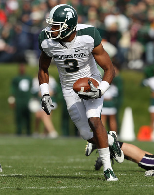 EVANSTON, IL - OCTOBER 23: B.J. Cummingham #3 of the Michigan State Spartans turns to run against the Northwestern Wildcats at Ryan Field on October 23, 2010 in Evanston, Illinois. Michigan State defeated Northwestern 35-27. (Photo by Jonathan Daniel/Gett