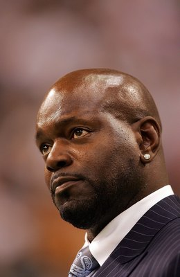 DALLAS - SEPTEMBER 15:  Former NFL player,Emmitt Smith watches a game between the Philadelphia Eagles and the Dallas Cowboys at Texas Stadium on September 15, 2008 in Irving, Texas.  (Photo by Ronald Martinez/Getty Images)