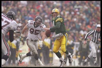 31 Dec 1995:  Quarterback Brett Favre of the Green Bay Packers avoid pressure during a game against the Atlanta Falcons at Lambeau Field in Green Bay, Wisconsin.  The Packers won the game 37-20. Mandatory Credit: Jed Jacobsohn  /Allsport