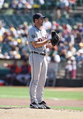 OAKLAND, CA - SEPTEMBER 18: Justin Verlander #35 of the Detroit Tigers pitches during a game against the Oakland Athletics at O.co Coliseum on September 18, 2011 in Oakland, California.  (Photo by Tony Medina/Getty Images)