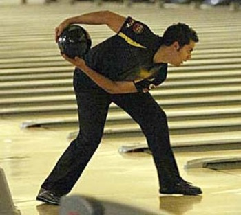 Jason-belmonte-2-handed-bowling-approach_display_image