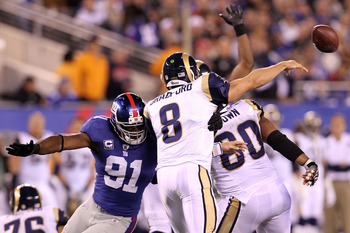 EAST RUTHERFORD, NJ - SEPTEMBER 19:  Justin Tuck #91 of the New York Giants pass rushes against quarterback Sam Bradford #8 of the St. Louis Rams at MetLife Stadium on September 19, 2011 in East Rutherford, New Jersey.  (Photo by Al Bello/Getty Images)