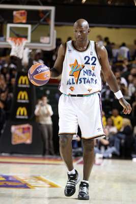 PHOENIX - FEBRUARY 13:  NBA legend Clyde Drexler plays during the McDonald's All-Star Celebrity Game held at the Phoenix Convention Center on February 13, 2009 in Phoenix, Arizona.  (Photo by Nick Doan/Getty Images)