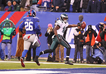 EAST RUTHERFORD, NJ - DECEMBER 19: Jeremy Maclin #18 of the Philadelphia Eagles scores a touchdown against Antrel Rolle #26  of the New York Giants during their game on December 19, 2010 at The New Meadowlands Stadium in East Rutherford, New Jersey.  (Pho