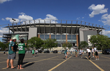 PHILADELPHIA, PA - AUGUST 11:  Fans play football in the parking lot before the pre season game between the Philadelphia Eagles and the Baltimore Ravens on August 11, 2011 at Lincoln Financial Field in Philadelphia, Pennsylvania.  (Photo by Jim McIsaac/Ge