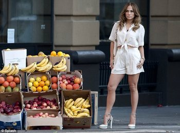 Jennifer-lopez-papi-video-gucci-1_display_image