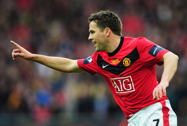 LONDON, ENGLAND - FEBRUARY 28:  Michael Owen of Manchester United scores their first goal during the Carling Cup Final between Aston Villa and Manchester United at Wembley Stadium on February 28, 2010 in London, England.  (Photo by Mike Hewitt/Getty Image