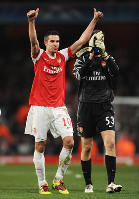 LONDON, ENGLAND - FEBRUARY 16:  Robin van Persie of Arsenal celebrates victory with Wojciech Szczesny after the UEFA Champions League round of 16 first leg match between Arsenal and Barcelona at the Emirates Stadium on February 16, 2011 in London, England