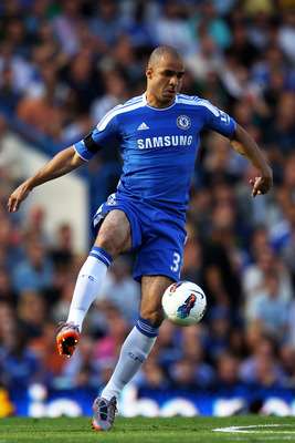LONDON, ENGLAND - AUGUST 20:  Alex of Chelsea controls the ball during the Barclays Premier League match between Chelsea and West Bromwich Albion at Stamford Bridge on August 20, 2011 in London, England.  (Photo by Julian Finney/Getty Images)