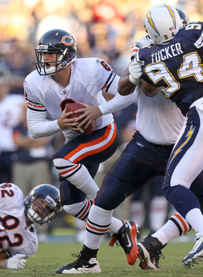 SAN DIEGO - AUGUST 14:  Quarterback Jay Cutler #6 of the Chicago Bears tscrambles against the San Diego Chargers on August 14, 2010 at Qualcomm Stadium in San Diego, California.  (Photo by Stephen Dunn/Getty Images)