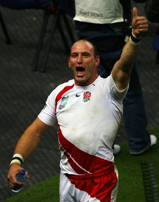 SAINT-DENIS, FRANCE - OCTOBER 13:  Lawrence Dallaglio of England salutes the fans following his team's victory at the end of the Rugby World Cup 2007 Semi Final match between England and France at the Stade de France on October 13, 2007 in Saint-Denis, Fr
