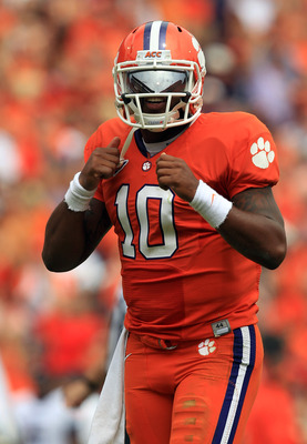 CLEMSON, SC - SEPTEMBER 17:  Tajh Boyd #10 of the Clemson Tigers against the Auburn Tigers during their game at Memorial Stadium on September 17, 2011 in Clemson, South Carolina.  (Photo by Streeter Lecka/Getty Images)