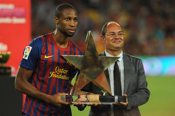 BARCELONA, SPAIN - AUGUST 22:  Keita (L) of FC Barcelona receives the prize for the good player after the Joan Gamper Trophy match between FC Barcelona and SSC Napoli on August 22, 2011 in Barcelona, Spain.  (Photo by Valerio Pennicino/Getty Images)