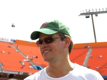 MIAMI, FL - OCTOBER 21: Actor Matt Damon watches  the New England Patriots warmup before play against the Miami Dolphins at Dolphin Stadium on October 21, 2007 in Miami, Florida.  The Pats won 49 - 28. (Photo by Al Messerschmidt/Getty Images)
