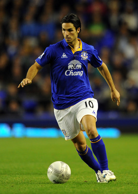 LIVERPOOL, ENGLAND - AUGUST 24:  Mikel Arteta of Everton in action during the Carling Cup second round match between Everton and Sheffield United at Goodison Park on August 24, 2011 in Liverpool, England.  (Photo by Chris Brunskill/Getty Images)