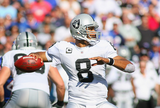 ORCHARD PARK, NY - SEPTEMBER 18:  Jason Campbell #8 of the Oakland Raiders readies to pass against the Buffalo Bills at Ralph Wilson Stadium on September 18, 2011 in Orchard Park, New York.  (Photo by Rick Stewart/Getty Images)