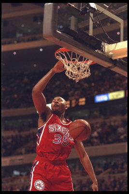 16 Jan 1996:  Forward Clarence Weatherspoon #35 of the Philadelphia 76ers slams the ball at the United Center in Chicago, Illinois, during the game against the Chicago Bulls.  The Bulls defeated the 76ers 116-104.  Mandatory Credit:  Jonathan Daniel/Allsp