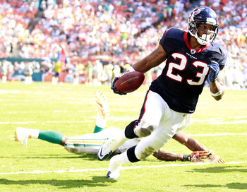 MIAMI GARDENS, FL - SEPTEMBER 18:  Running back Arian Foster #23 of the Houston Texans runs against the Miami Dolphins at Sun Life Stadium on September 18, 2011 in Miami Gardens, Florida.  (Photo by Marc Serota/Getty Images)