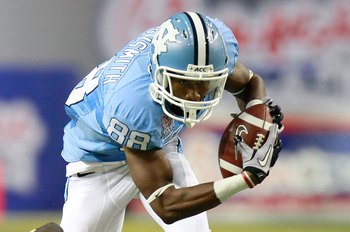 ATLANTA - SEPTEMBER 04:  Erik Highsmith #88 of the North Carolina Tar Heels against the LSU Tigers during the Chick-fil-A Kickoff Game at Georgia Dome on September 4, 2010 in Atlanta, Georgia.  (Photo by Kevin C. Cox/Getty Images)
