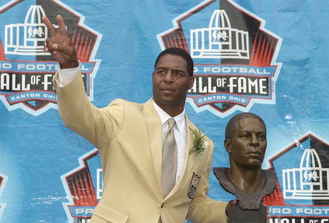 CANTON, OH - AUGUST 3:  Pro Football Hall of Fame inductee Marcus Allen waves to the crowd after receiving his bust during the 2003 NFL Hall of Fame Induction ceremony on August 3, 2003 in Canton, Ohio.  (Photo by David Maxwell/Getty Images)